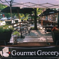 The patio at River Valley Market in Ravenswood