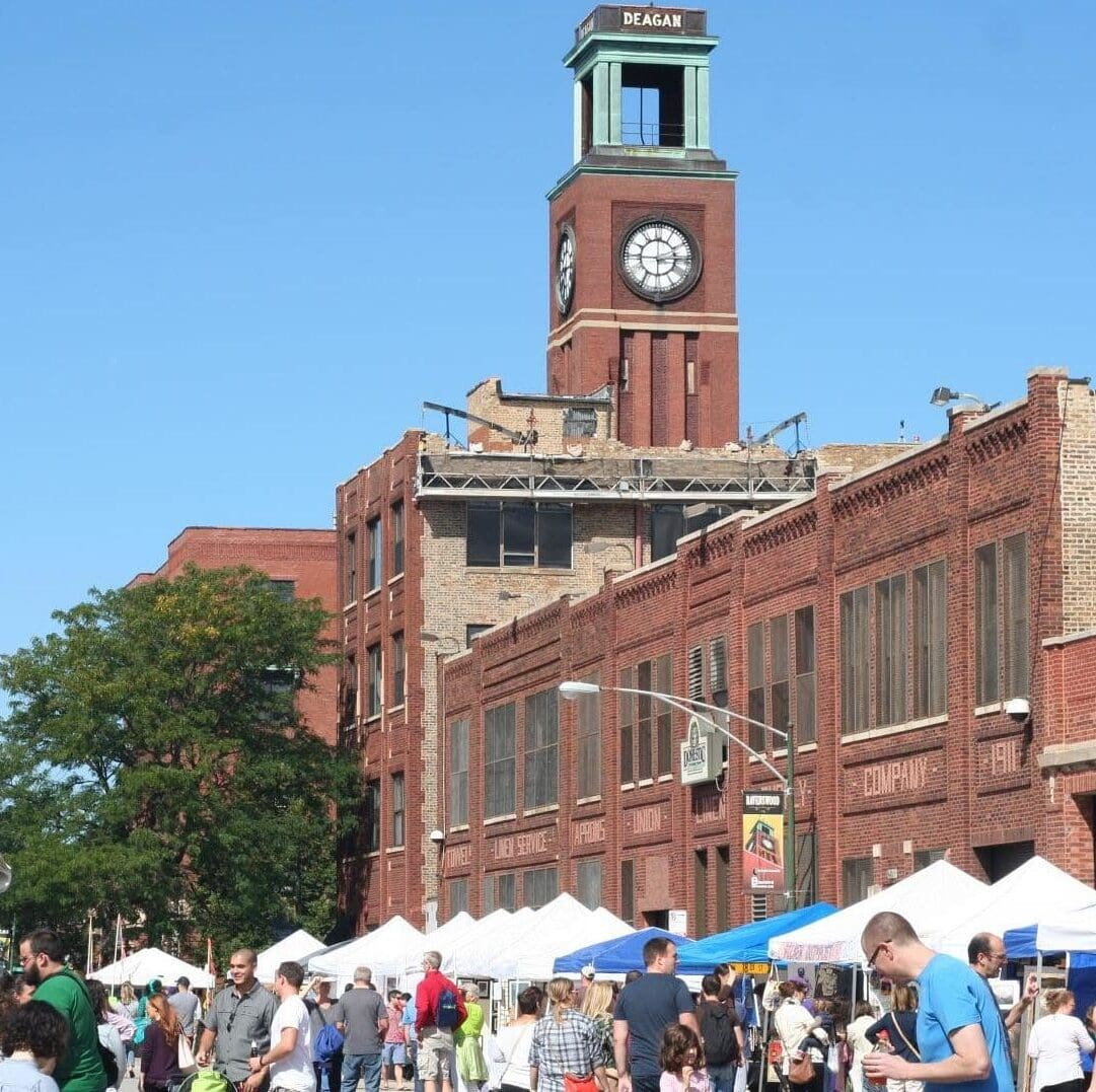 The outdoor arts market and street festival at Ravenswood ArtWalk
